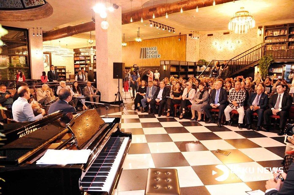 Бакинский Книжный Центр отметил первую годовщину (ФОТОРЕПОРТАЖ)